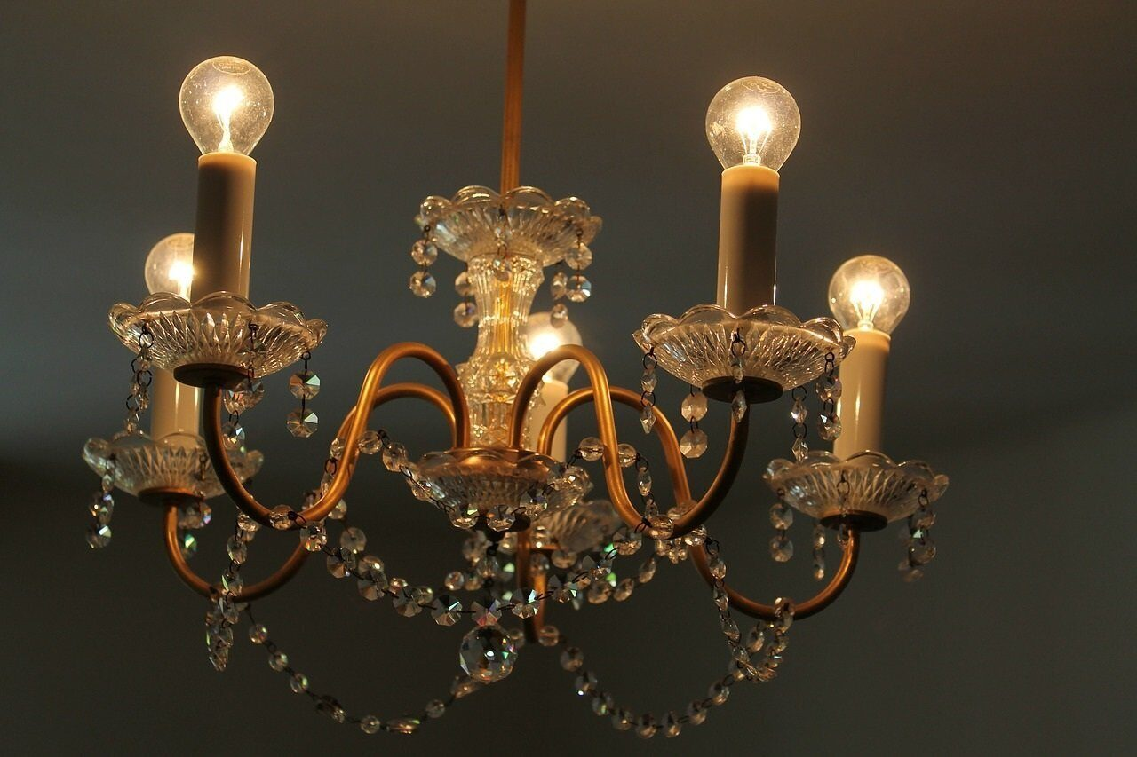 crystal-chandelier-286016_1280