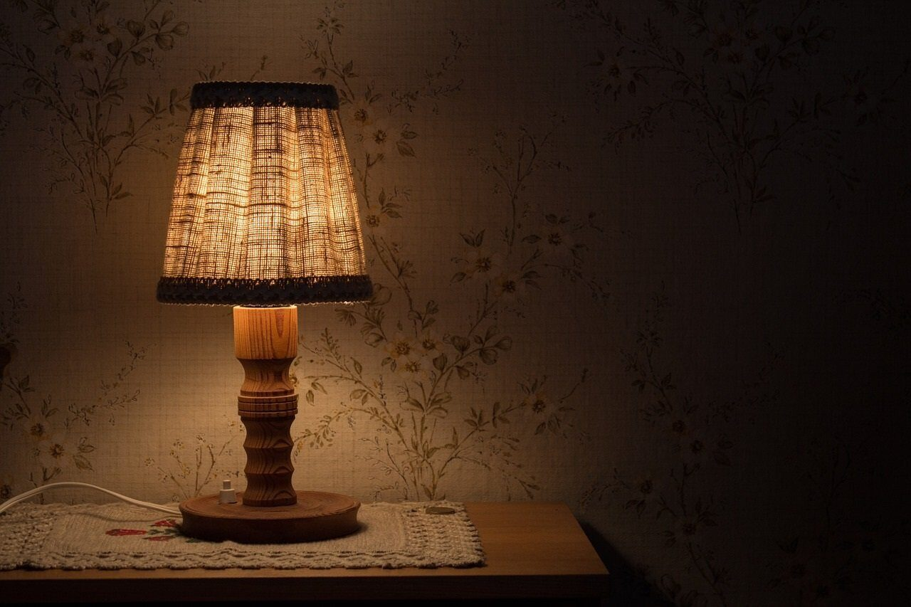 night-table-lamp-843461_1280